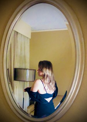 Magali escort girl in Fuquay-Varina