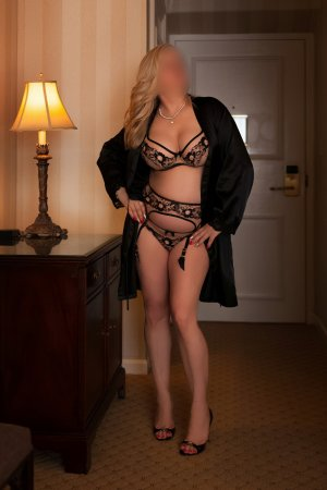 Hanene shemale escort girl in Santa Cruz CA