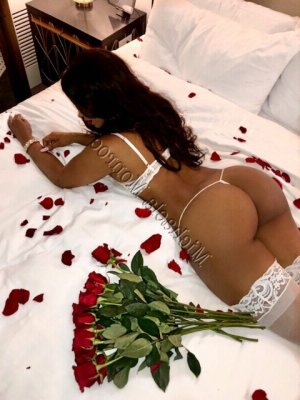 Ghizlen escort girls in Darien IL